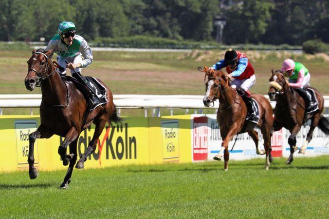 Best of Lips, winning the Union-Rennen, now favourite for the German Derby. www.galoppfoto.de - Sandra Scherning