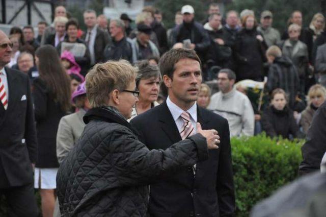 Michael Owen - hier mit der Hamburger Züchterin Catrin Nack - beim letztjährigen Derby. Foto: John James Clark JJ Clarke