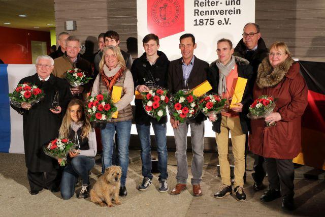 Die Champions des Jahres 2015 und/oder ihre Vertreter in Neuss. Foto: Dr. Jens Fuchs