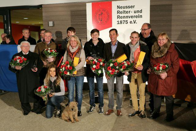 Die Champions in Neuss - Andrasch Starke (3. v. re.) und Alexander Pietsch (links daneben) waren die Hauptdarsteller. Foto: Dr. Jens Fuchs