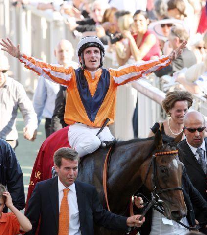 Das 'Team Danedream' (ohne Cynthia Atasoy) wird zur Turfpersönlichkeit des Jahres gewählt. www.galoppfoto.de