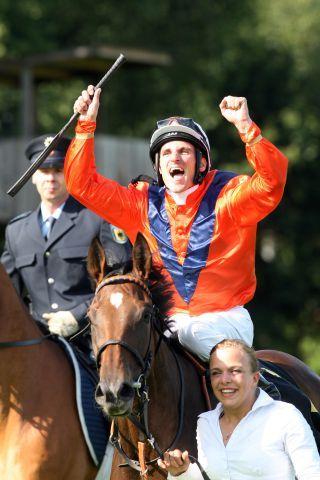Dream-Team: Danedream und Andrasch Starke gewannen zwei Gr. I-Rennen, für 100.000 Euro wurde die Stute jetzt für den Arc nachgenannt. www.galoppfoto.de
