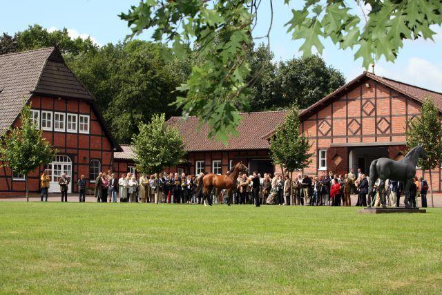 Das Gestüt Fährhof bei der Präsentation seiner Deckhengste. www.galoppfoto.de