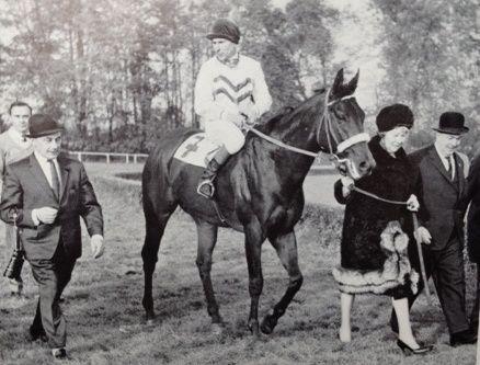Der Premierensieg 1963: Opponent mit Hein Bollow, der in diesem mit 250.000 DM dotierten Rennen den finanziell wertvollsten Erfolg seiner Karriere feierte. Foto: Archiv