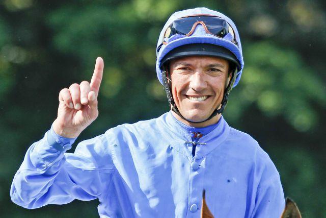 Der Star ist wieder mit dabei  Weltklasse-Jockey Lanfranco Dettori. www.koeln-galopp.de - Zimmermann