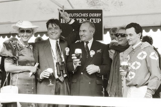 Derbytag 1990: Albert und Evelyn Steigenberger, Marlies und Bruno Schütz, Mark Rimmer. www.galoppfoto.de