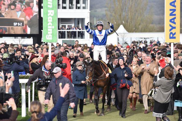 Via triumphalis für Frodon und Bryony Frost. www.galoppfoto.de - JJ Clark