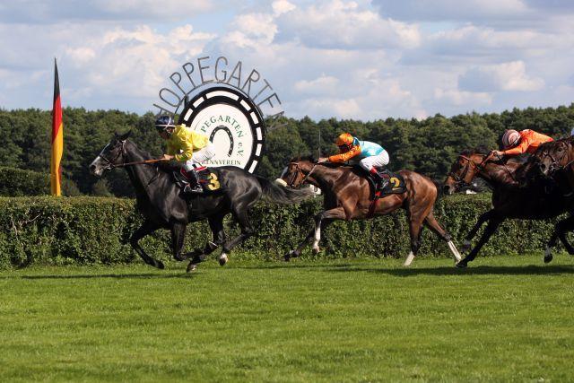 Ein Favoritensieg im 122. Großen Preis für den französischen Gast Meandre mit Maxime Guyon vor Earl of Tinsdal. www.galoppfoto.de - Sabine Brose