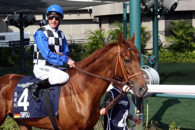 Fällt krankheitsbedingt für Dubai aus: Empoli - hier mit Adrie de Vries im Dezember in Hong Kong. www.galoppfoto.de - Frank Sorge