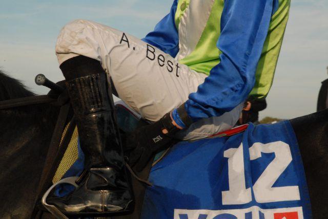 Geputzte Stiefel auch am Ostermontag ... die Jockeys auf der Neuen Bult. www.neuebult.com