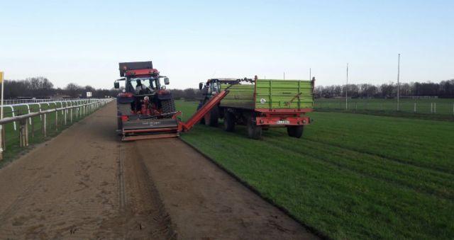 Letzte Arbeiten an der neuen Sandbahn in Hannover. Foto: offiziell
