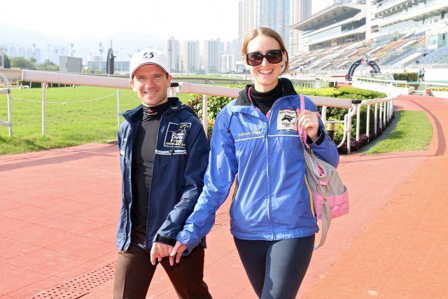 Jockey Andreas Suborics mit seiner Freundin in Hong Kong. www.galoppfoto.de -