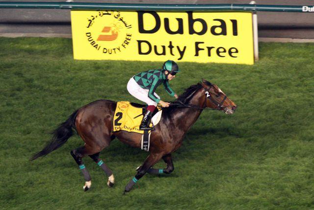 Just A Way mit Yuichi Fukunaga auf dem Weg zum Sieg im Dubai Duty Free, der ihm Platz 1 in der Weltrangliste einbringt. www.galoppfoto.de - Frank Sorge