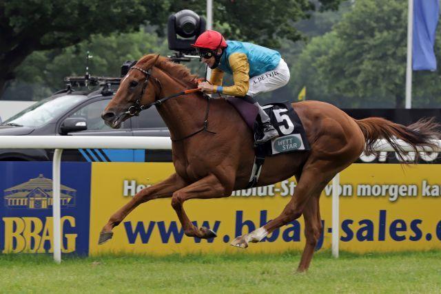 Gr. II-winner Kaspar, Adrie de Vries on board. www.galoppfoto.de - Stephanie Gruttmann