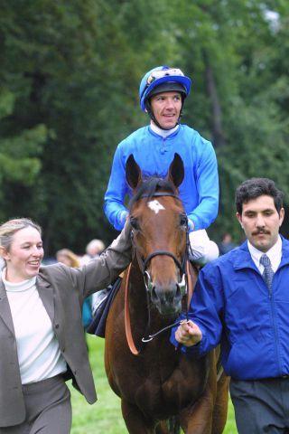 Kutub mit Lanfranco Dettori als Sieger im Deutsche Post Euro Express Preis von Europa 2001. www.galoppfoto.de