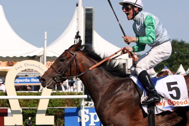 Der €46.000-BBAG-Kauf Lucky Speed (Silvano) gewinnt mit Andrasch Starke das SPARDA 144. Deutsche Derby. www.galoppfoto.de - Sabine Brose