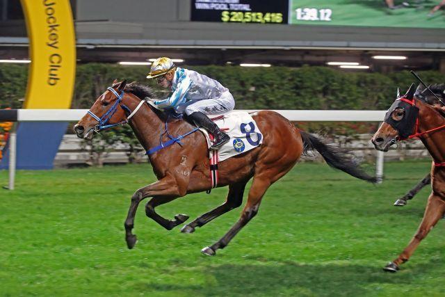 Methane gewinnt am Mittwoch in Happy Valley, der erst vierte Saisonsieg für Lyle Hewitson, zweifacher Jockey-Champion in Südafrika. Foto: HKJC