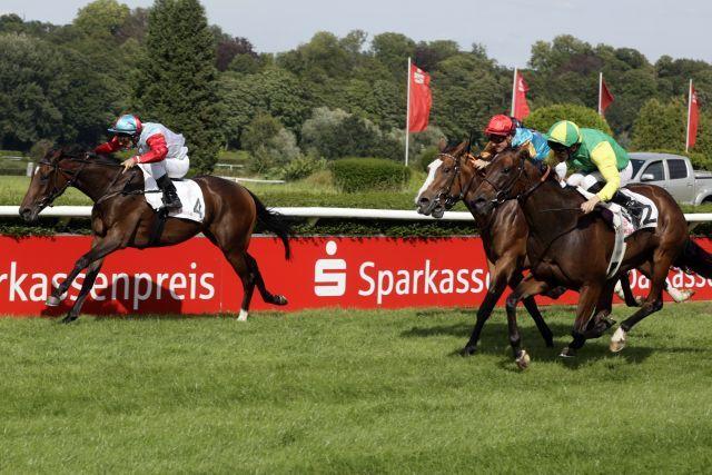 Marlar (l.), winning the listed race at Düsseldorf. www.galoppfoto.de - Stephanie Gruttmann