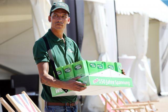 Ob vom Hamburger Derby-Popcorn noch was übrig geblieben ist für Bad Harzburg. www.galoppfoto.de - Frank Sorge