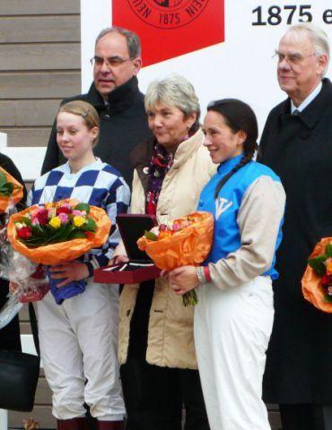 Seit 1961 gibt es den Wettbewerb für Rennreiterinnen, 2011 gab es eine Premiere: Sabrina Wandt und Paula Flierman wurden punktgleich beide Siegerinnen. Foto: Karina Strübbe