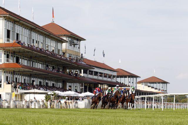 Pferde und Jockeys im Longines - Großer Preis von Baden im Bogen. www.galoppfoto.de - Frank Sorge