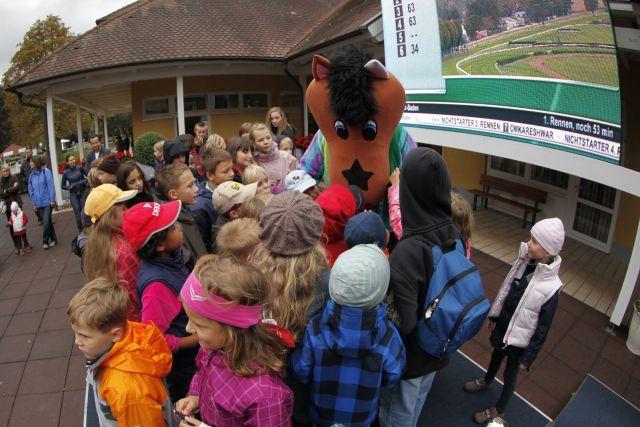 Pferdinand und Kids auf der Iffezheimer Rennbahn. www.baden-racing.com - Lajos-Eric Balogh