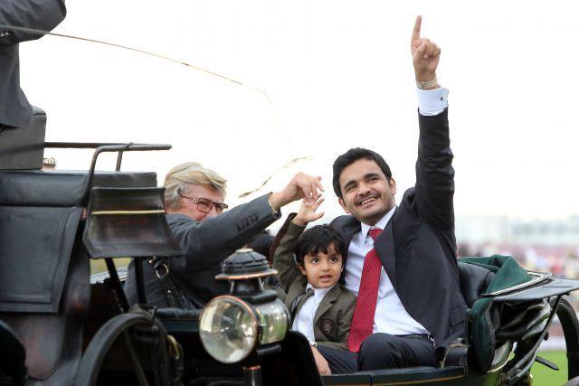 Via Triumphalis nach Treves Arc-Sieg 2013: Scheich Joaan bin Hamid al Thani mit Nachwuchs und Trainerin Christiane Head-Maarek. www.galoppfoto.de - Frank Sorge