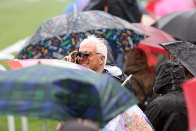 Regenwetter und trotzdem gute Laune in Hamburg. www.galoppfoto.de