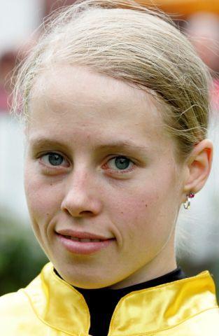 Gleich drei Treffer für Sabrina Wandt in Neuss. www.galoppfoto.de