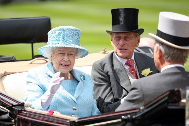 Sie macht Ascot 'Royal' und auch an ihrer Hutgröße gibt es keinen Zweifel: Queen Elizabeth II mit Prince Philip. www.galoppfoto.de - Frank Sorge