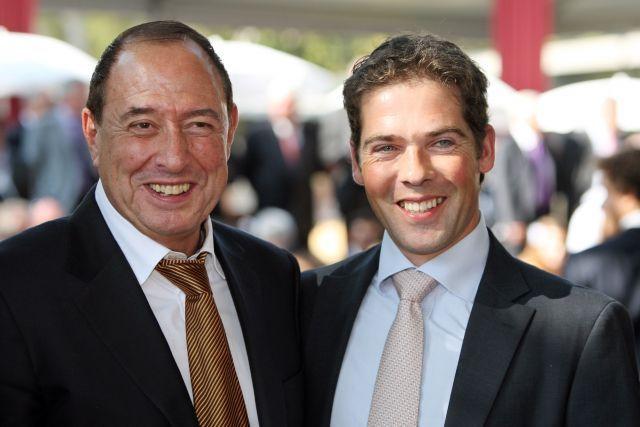 Simon Springer (links) mit Trainer Christophe Ferland, der für ihn 12 Pferde in Frankreich trainiert. www.galoppfoto.de - Frank Sorge