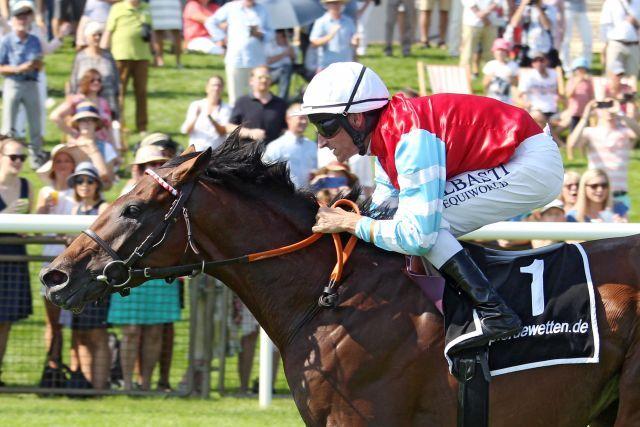 Listed winner Walsingham (Andrasch Starke). www.galoppfoto.de - Sabine Brose
