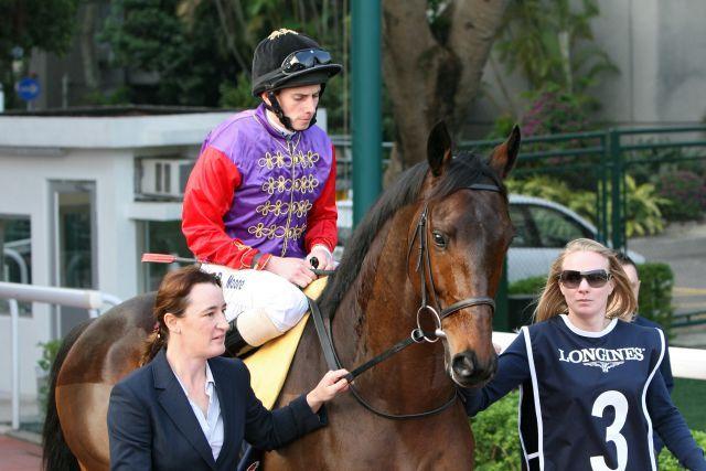 Wird Deckhengst in Australien - Carlton House, hier mit Ryan Moore im Dress von Queen Elizabeth II in Sha Tin. www.galoppfoto.de - Frank Sorge