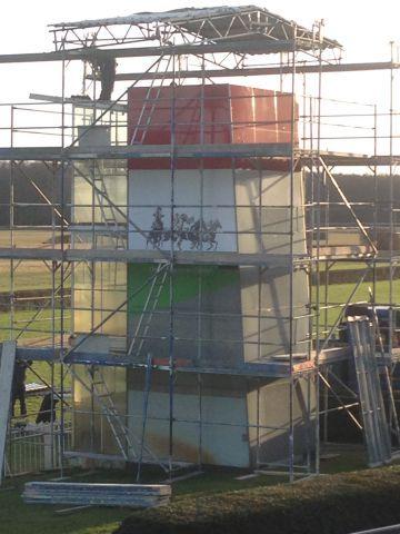 Die Sanierungsarbeiten auf der Hoppegartener Rennbahn sind in vollem Gange. Foto: www.hoppegarten.com