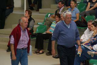 Hans-Gerd Wernicke (rechts) und Trainer Wolfgang Figge auf dem Weg zu ihren Plätzen in der BBAG-Auktionshalle 2010. www.dequia.de