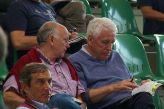 Hans-Gerd Wernicke (rechts) und Trainer Wolfgang Figge in der BBAG-Auktionshalle mit vielen Kaufoptionen. www.dequia.de