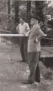 Der Gestütsherr Walther Bresges mit seinem Gestütsmeister Heinrichs 1957 in Zoppenbroich.: Foto Archiv Zoppenbroich www.gestuet-zoppenbroich.de