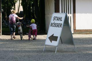 Nicht nur Vierräder wollen geparkt werden... Foto: www.galoppfoto.de - Marius Schwarz/Sorge