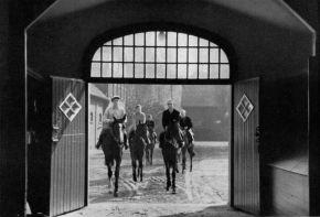 1952 - das Stutenlot auf dem Weg zurück in den Hallenstall, rechts vorne Windstille