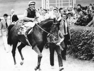 Hans-Jürgen Gröschel (r.) mit Witold (M. Rölke) nach dem Sieg in der Int. Hoppegartener Meile 1983. Foto Archiv Graage