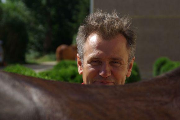 """""""Der Mann versteht was von Pferden"""", das hört man von denen, die Waldemar Hickst gut kennen ... www.dequia.de"""