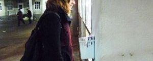 Die erste Wette direkt gewonnen: Testerin Lena holt ihren Gewinn ab. Karina Strübbe