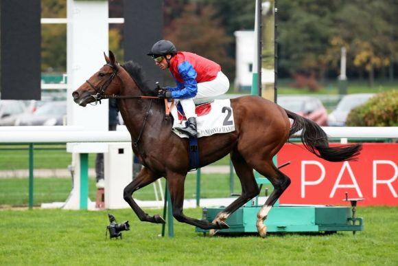 Im Handgalopp: Alson gewinnt mit Frankie Dettori das Criterium International, Gr. I, in Paris-Longchamp. Foto: Dr. Jens Fuchs