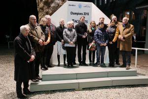 Die Champions eingerahmt von Chefmanager Jan Antony Vogel (2.v l.) und Manfred Ostermann; Präsident der Besitzervereingung.