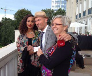 """Die """"Glücksfeen"""" bei der Startnummernverlosung im Casino: Nathalie Dorra, Ole Feddersen, Katja Baltromei . www.dequia.de"""