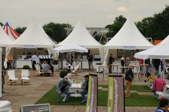 """Mal mehr, mal weniger Verkaufsstände auf dem """"Marktplatz"""". 2013 fällt in die letztere Kategorie. Foto: Catrin Nack"""