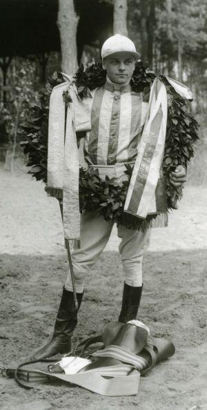 Otto Schmidt (1896 - 1964) war einer der erfolgreichsten deutschen Jockeys. www.hoppegarten.com/Menzendorf