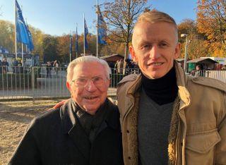 Mögen sich: Hein Bollow und Filip Minarik beim Ratibor-Renntag in Krefeld. Foto: dequia