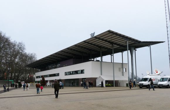 2009 eingeweiht, die Multifunktionstribüne in Neuss. Karina Strübbe