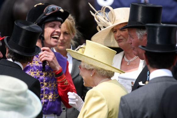 In bester Gesellschaft: Richard Hughes mit Queen Elizabeth in Royal Ascot. www.galoppfoto.de - Frank Sorge